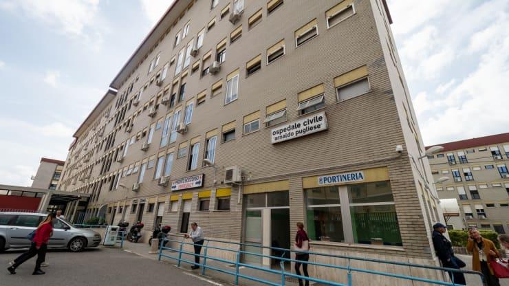 Работник итальянской больницы 15 лет прогуливал работу, но получал зарплату: что ему за это грозит