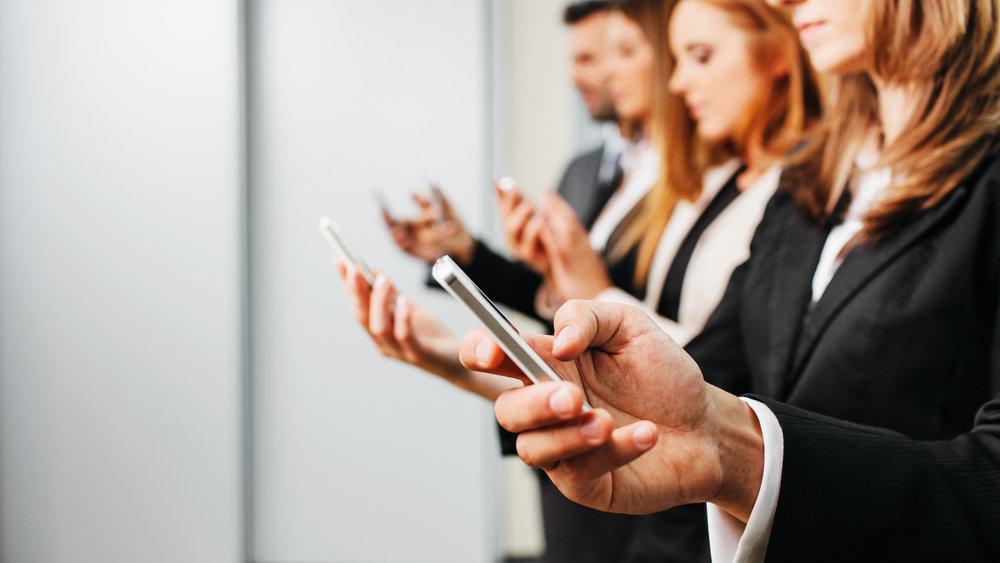 Владельцев мобильных телефонов начнут массово проверять летом 2021 года. Новый закон