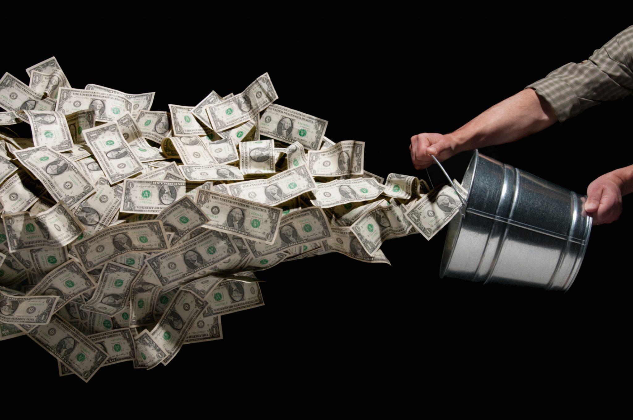 Государство требует вернуть деньги
