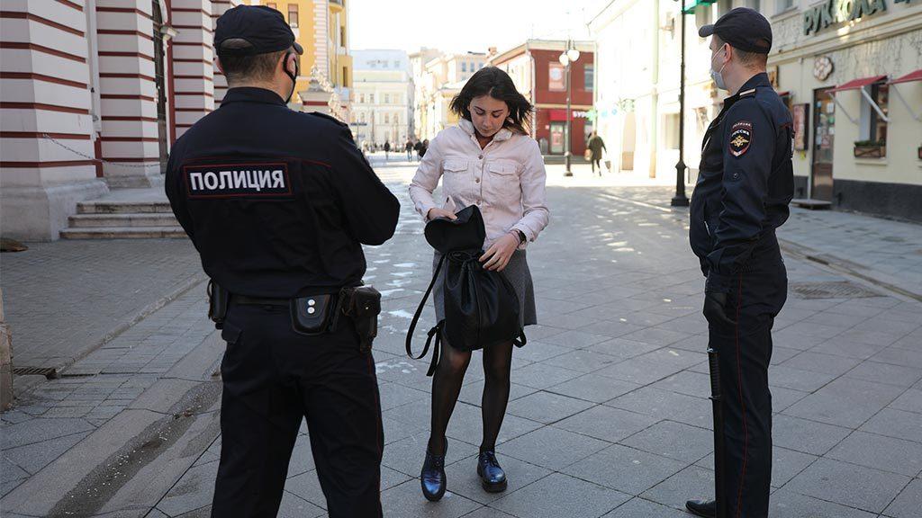 Как реагировать, если полицейский на улице требует ваш мобильный телефон?