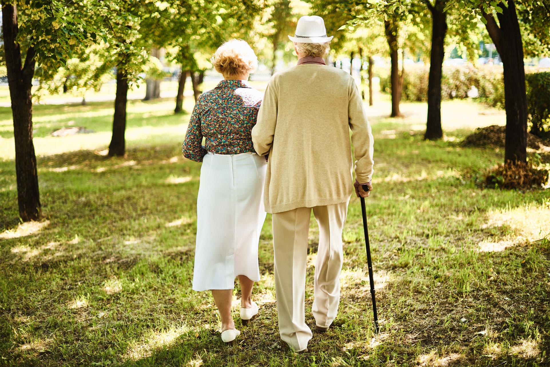 Доплата 2000 рублей пенсионерам за супруга: как ее получить?