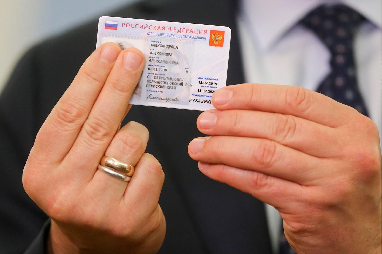 В МВД разъяснили порядок выдачи россиянам электронных паспортов