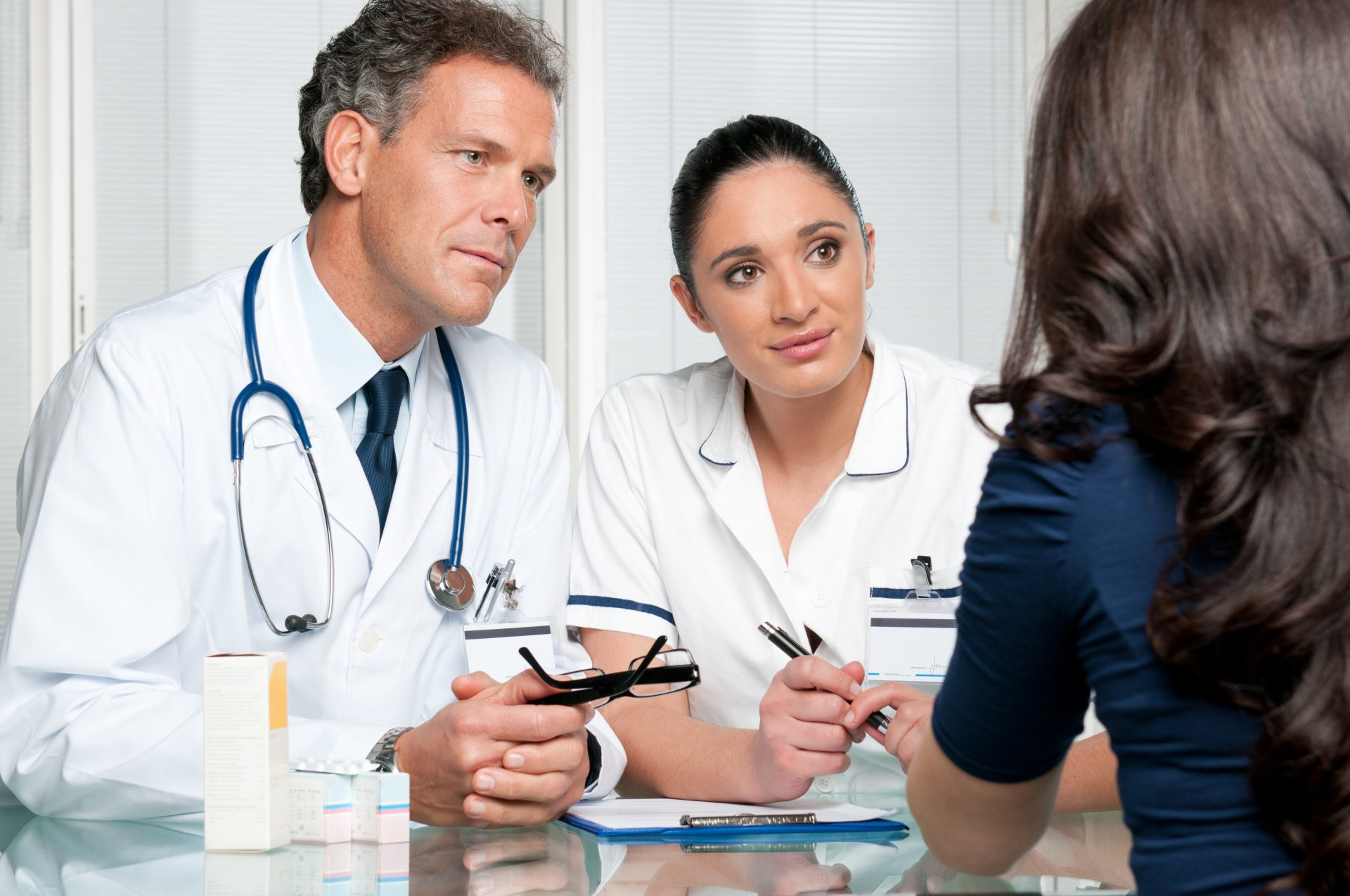 Что делать, если не дают направление на лечение по ОМС