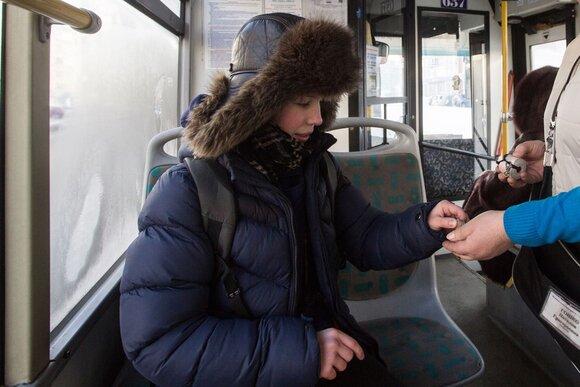 Введены штрафы за высадку из транспорта лиц до 16 лет