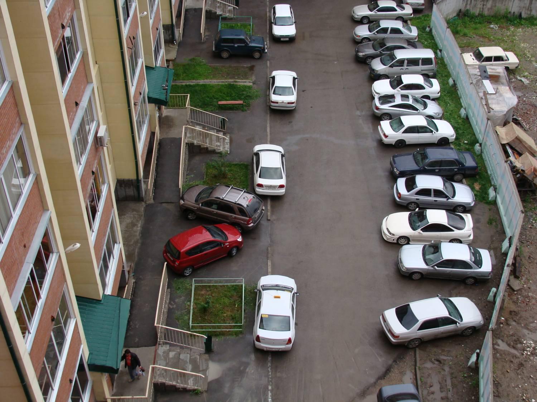 Верховный суд России вводит запрет на парковку автомобилей во дворах и под окнами домов