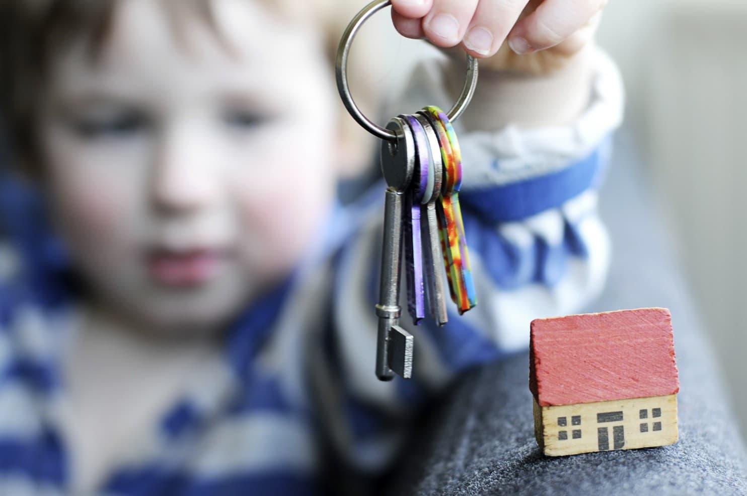Возможность продажи квартиры, если в ней зарегистрирован несовершеннолетний ребенок