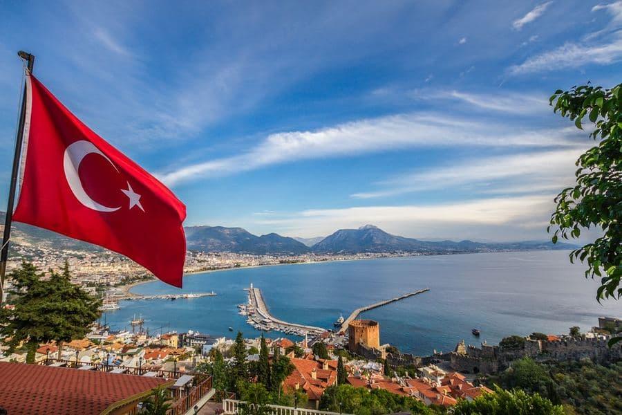 Турция заявила, что вновь примет российских туристов в июне