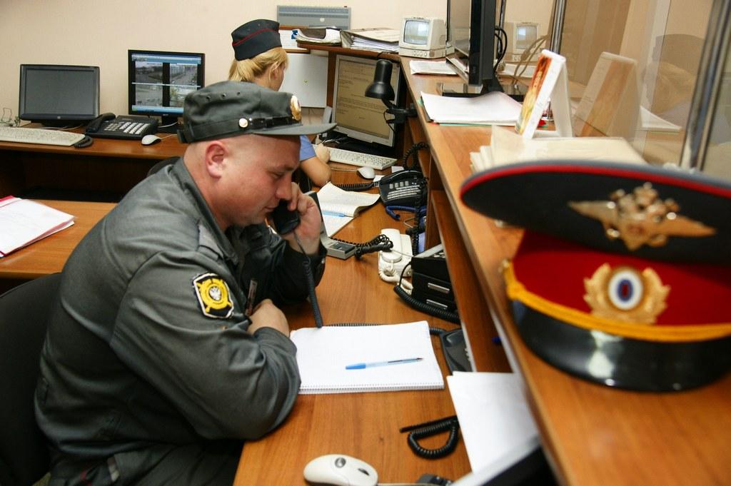 Как вызвать полицию через интернет, телефон