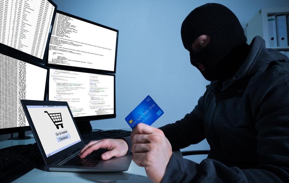 Мошенники стали обманывать россиян под видом отключения карт от платежной системы