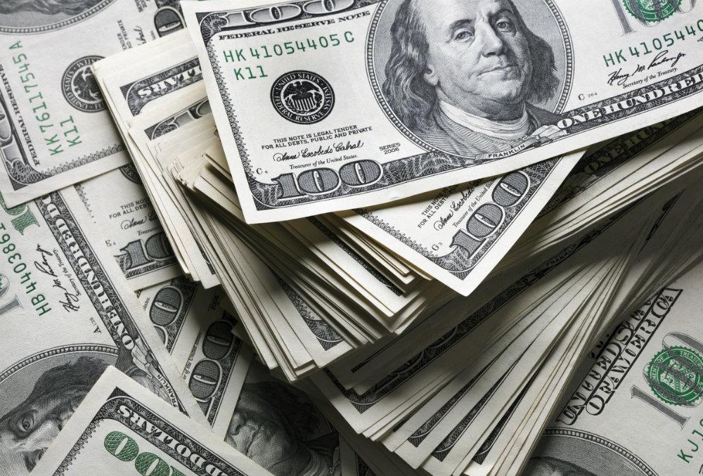 Россиянам посоветовали срочно скупать валюту вне зависимости от курса