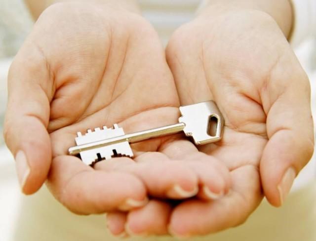 Стоит ли пенсионерам переоформлять жилье на своих детей?