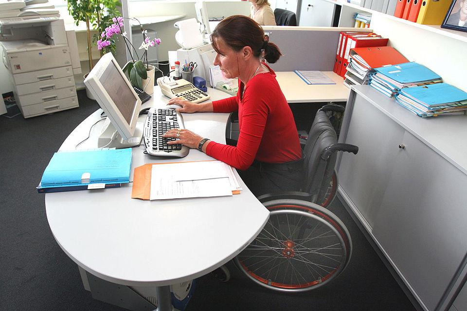 НДФЛ: есть ли льготы по оплате налога для инвалидов
