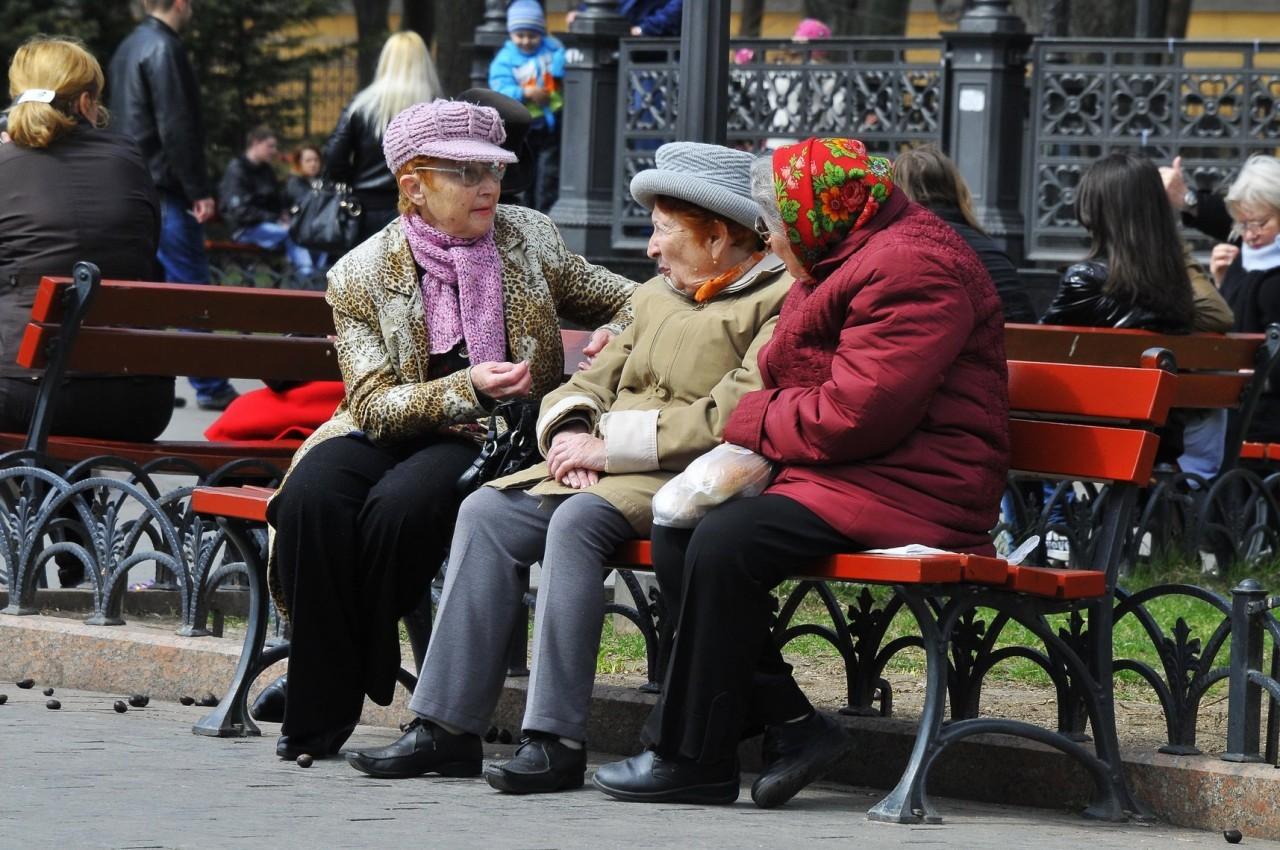 Что происходит с пенсией при переезде: на сколько она может измениться