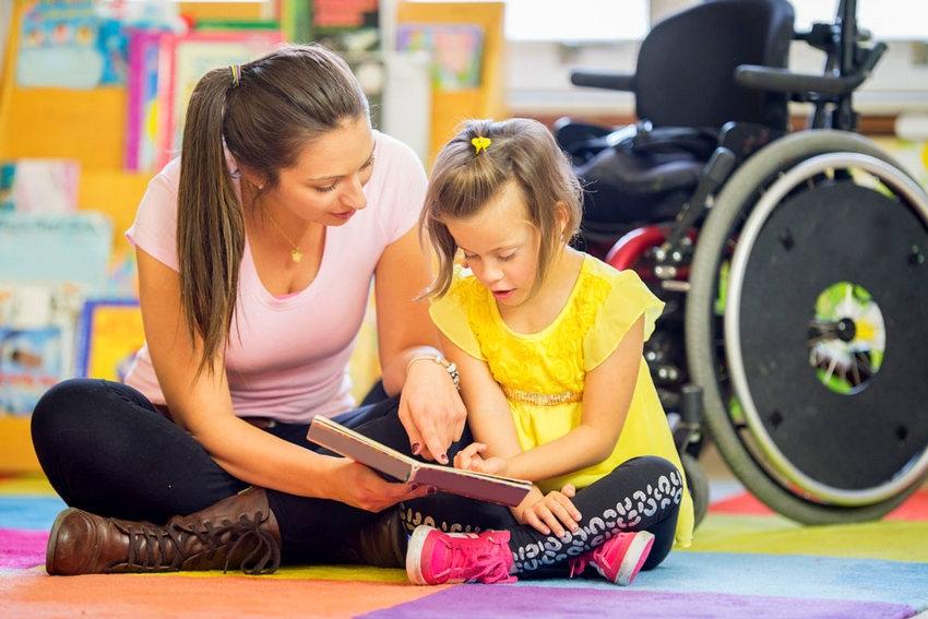 Ребенок-инвалид: какие льготы положены родителям в 2021 году