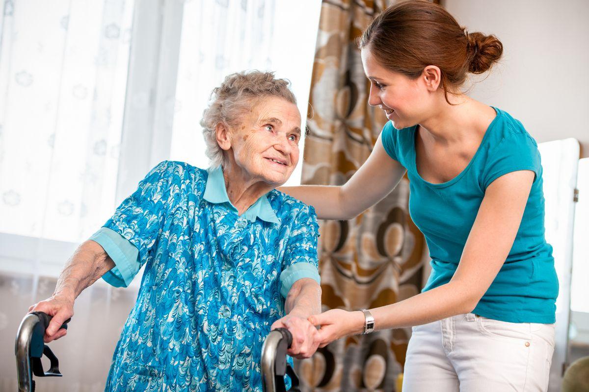 Стационарозамещающие услуги: какие стандарты будут внедрять в обслуживании пенсионеров и инвалидов