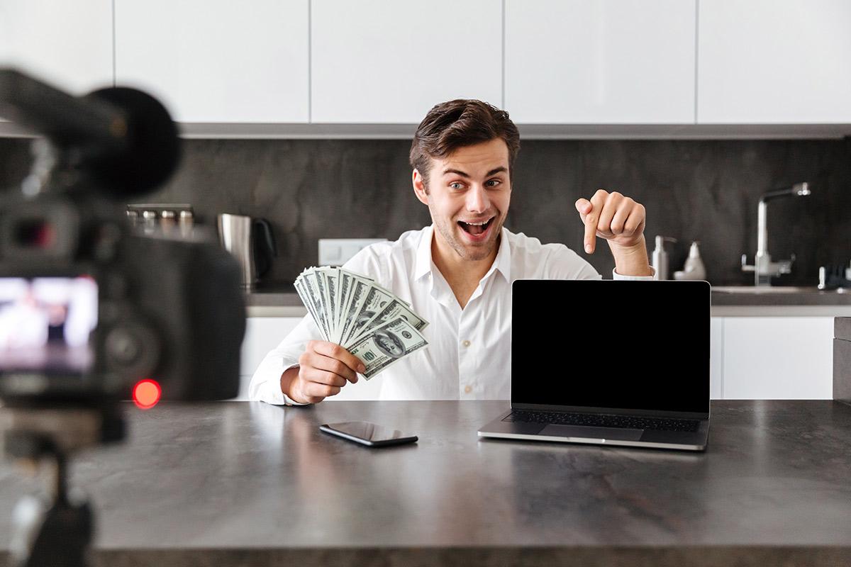 Государство заставит платить налоги за заработок в интернете