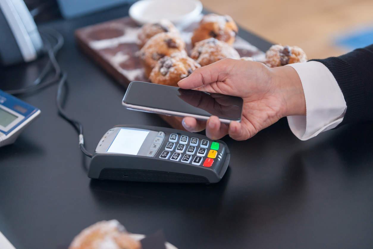 Россиянам рассказали, в чем опасность бесконтактных платежей смартфоном