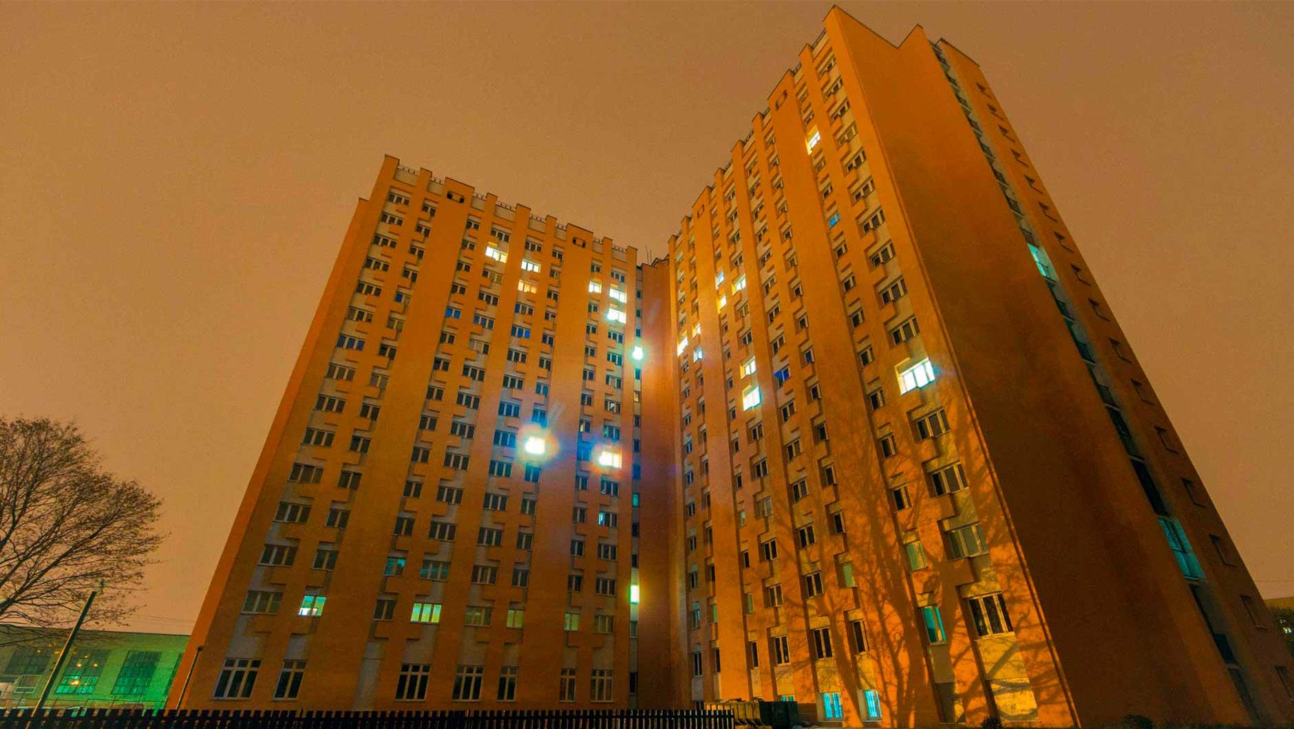 Если у тебя нет квартиры, то тебя поселят в общежитие?
