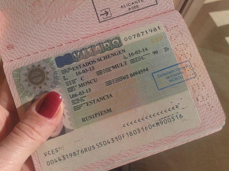 Россиянам возобновили выдачу шенгена в Европу