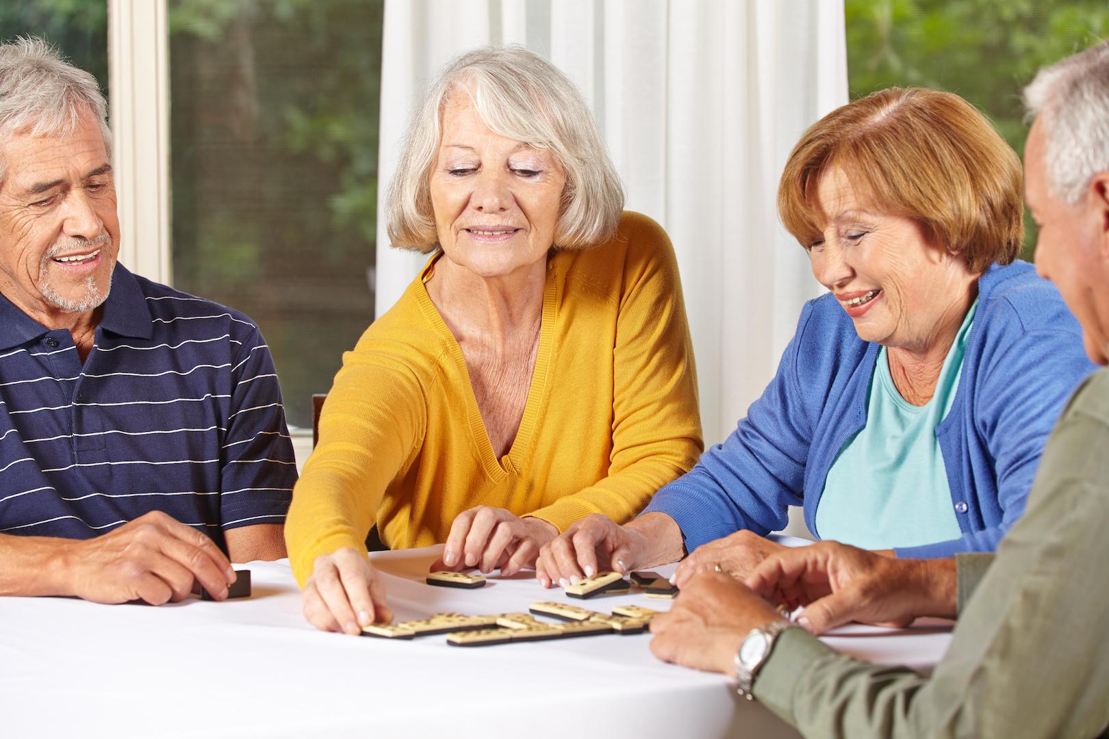 Пенсионеры спешат переоформить квартиры на родственников. В чем причина?