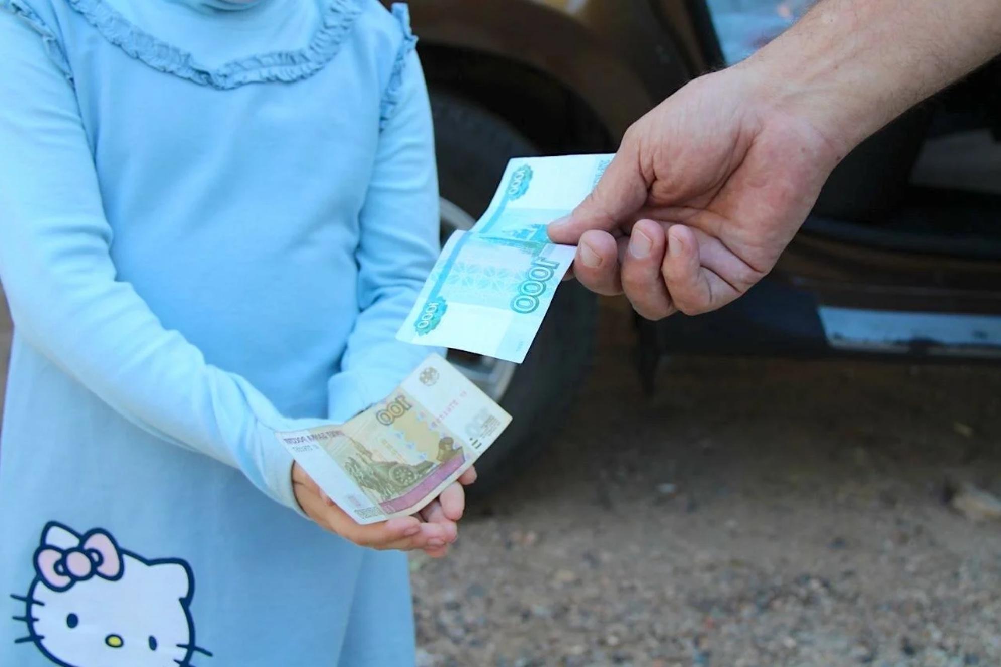 Хватит бросать детям мизерные подачки! В России ужесточают правила выплаты алиментов