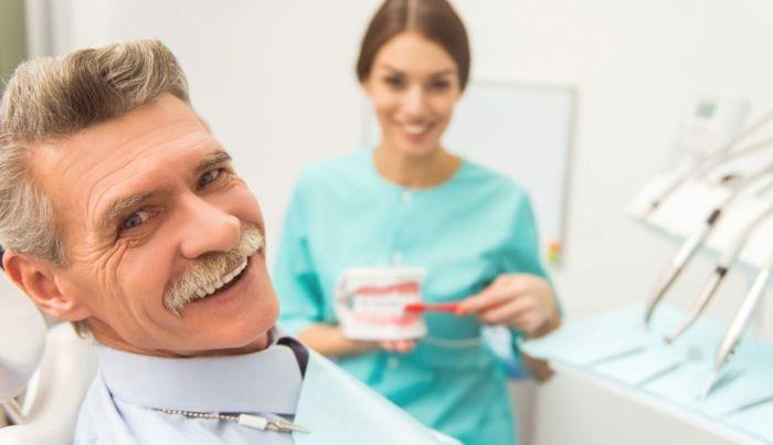 Как пенсионеру получить компенсацию за протезирование зубов?