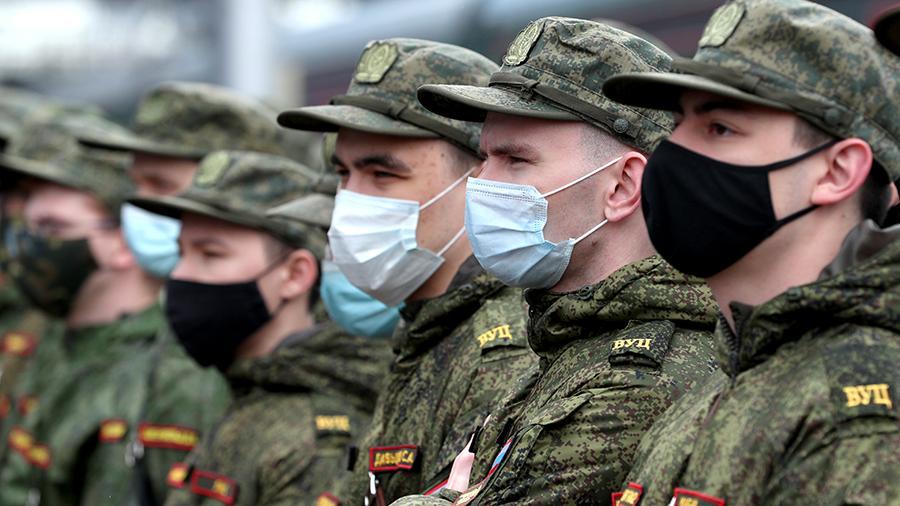 Мишустин повышает оклады силовиков и военных на 3,7%