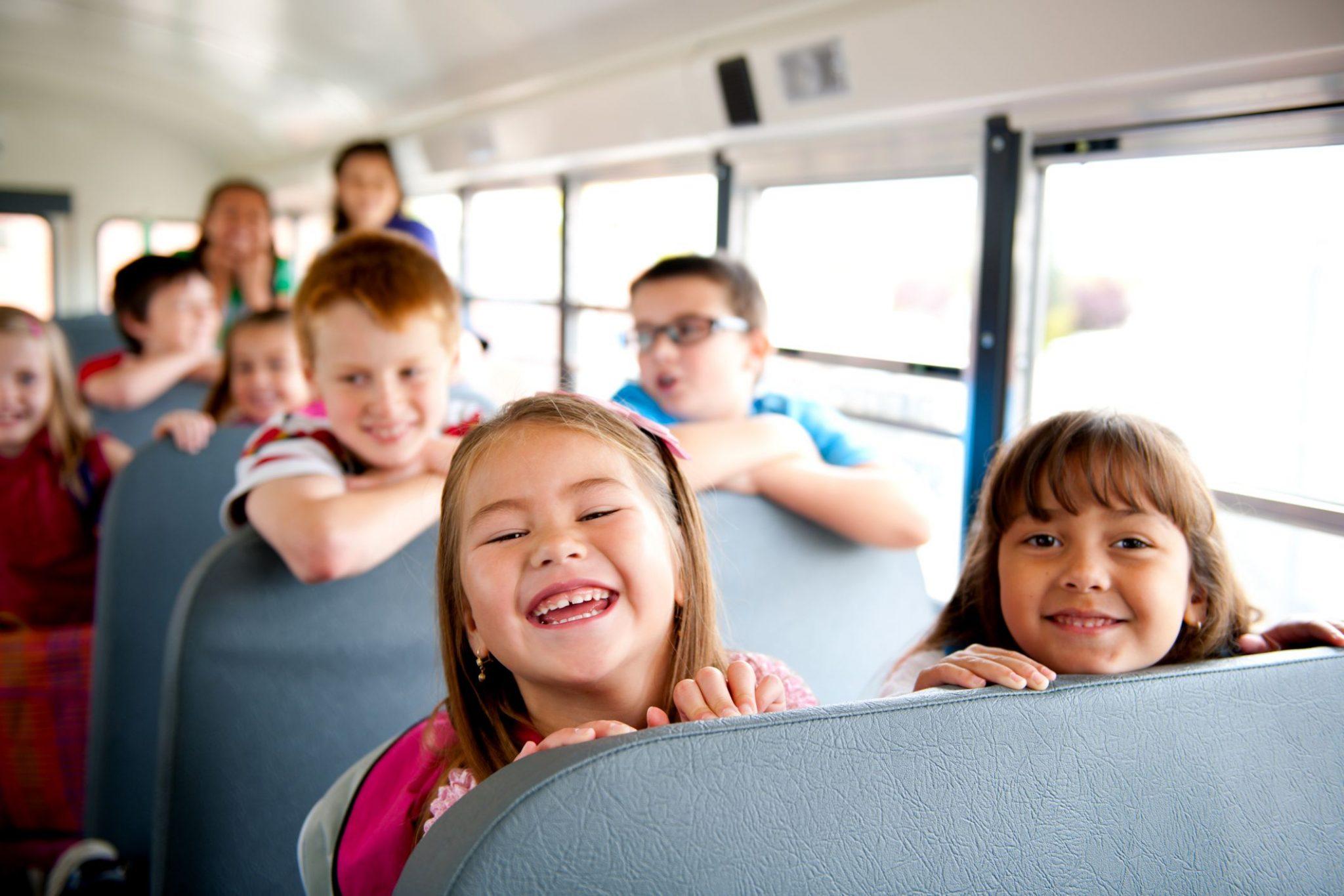 Детям разрешают ездить на автобусах бесплатно