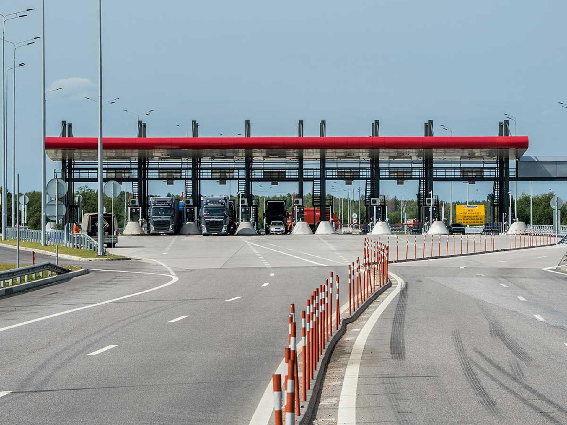 Власти хотят разрешить бесплатный проезд по платным дорогам