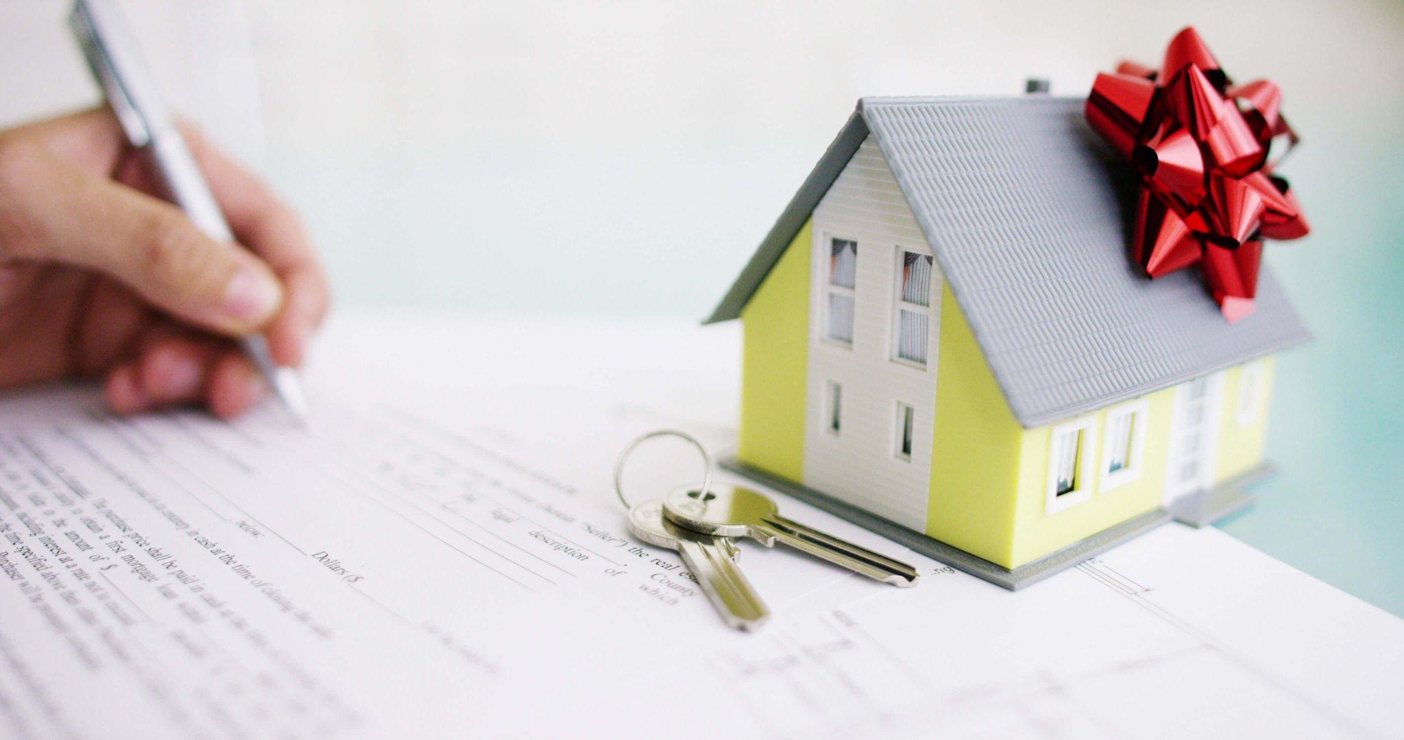 Нужно ли платить налог при дарении квартиры