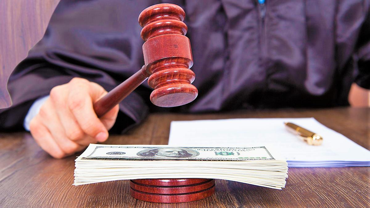 Может ли банк подать в суд, если клиент задолжал по кредиту