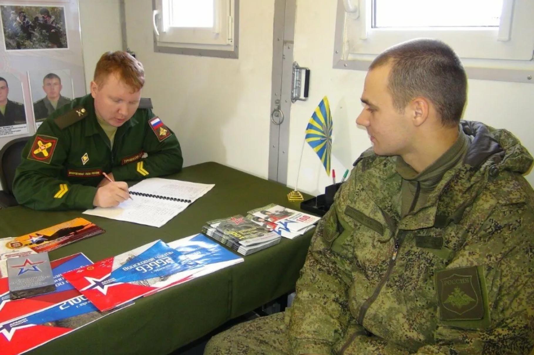 Как проходит служба по контракту в армии: зарплата, льготы, обязанности