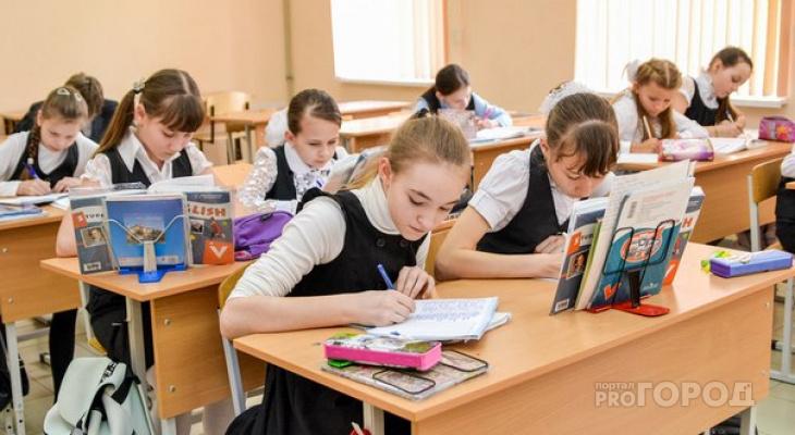 Выплату школьникам предложили увеличить и сделать ежегодной - Известия