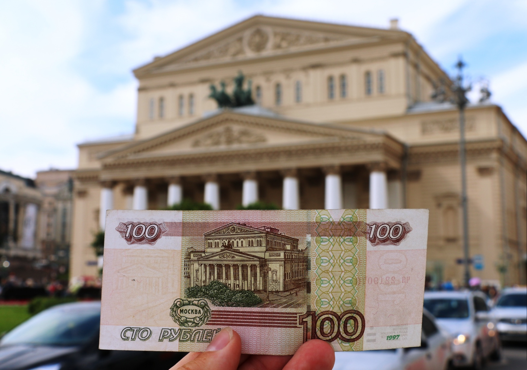 Новые сто рублей украсят достопримечательности Москвы