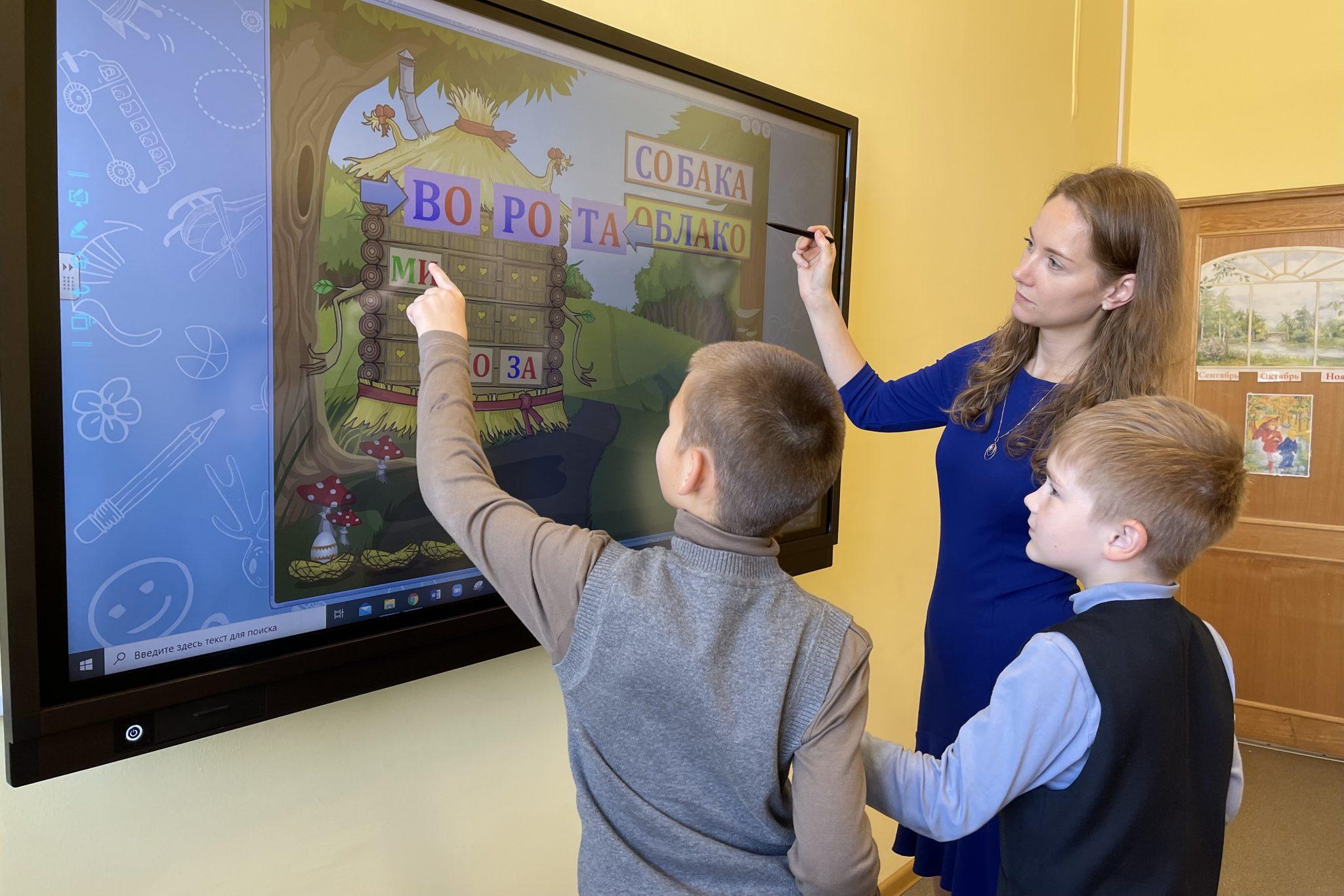 Названа средняя заработная плата петербургских учителей