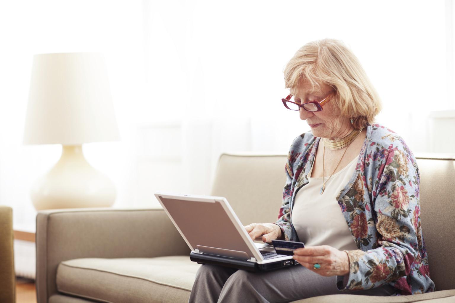 ПФР сообщил о том, как проверить фиксированную выплату к пенсии